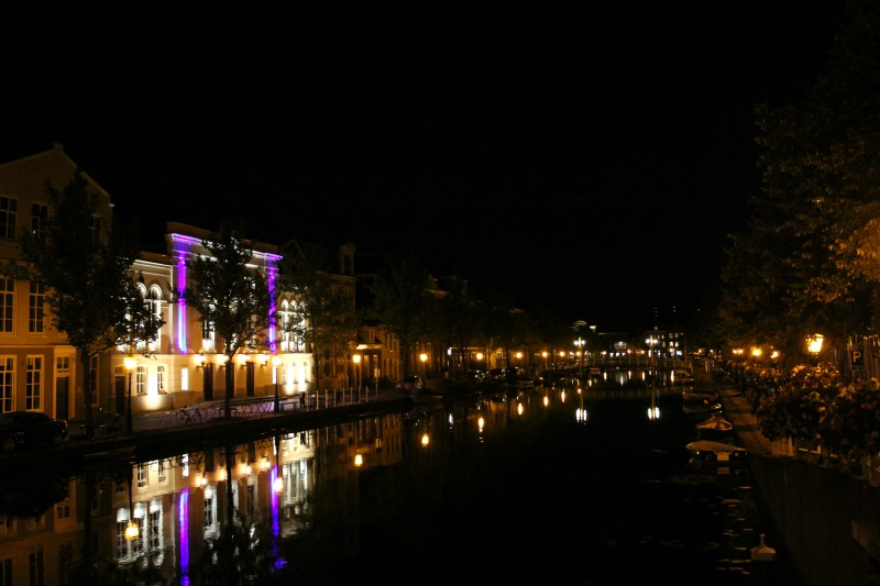 leiden canal at night