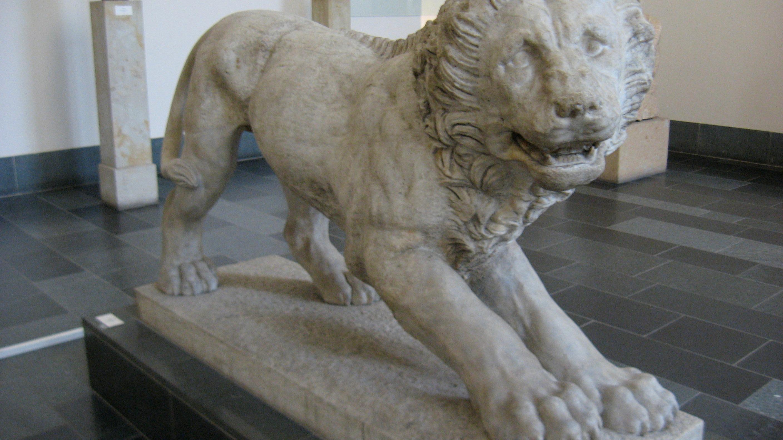pergamon lion