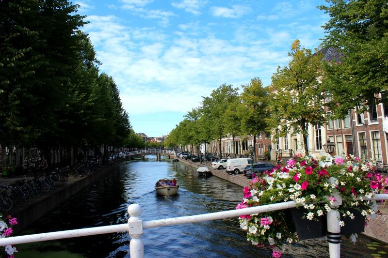 stay in Leiden canal